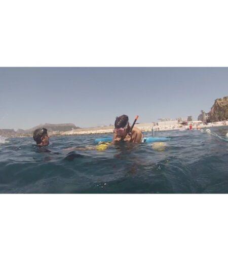 Silla de buceo Snorkel Enable en el agua