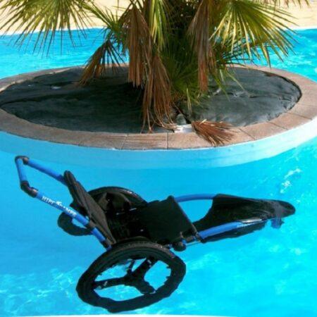 Silla de ruedas Hippocampe versión piscina en el agua