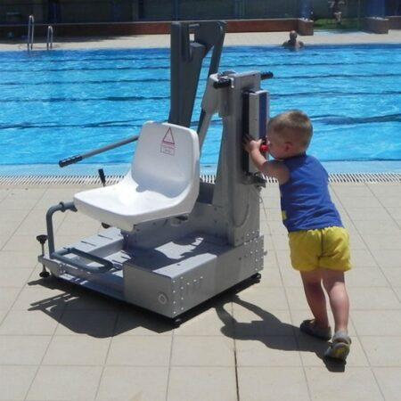elevador de piscina de bateria portatil metalu 400 facil de transportar