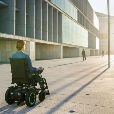 silla de ruedas electrica compacta quickie q200r interior exterior